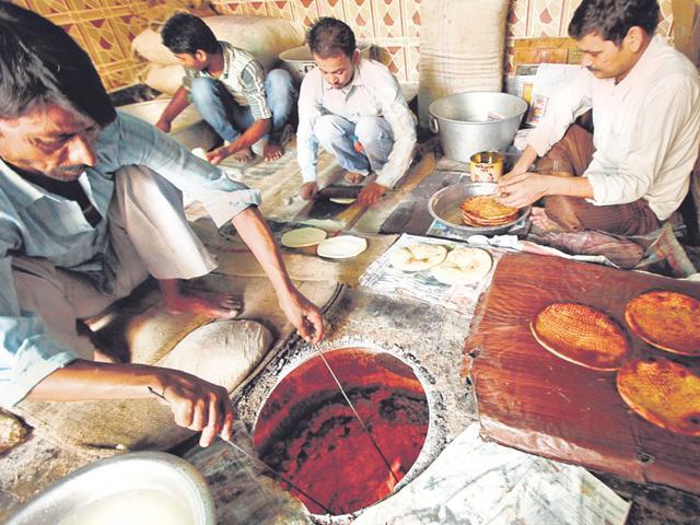 Mughal cuisine,Naan bais,Bhatiyaras