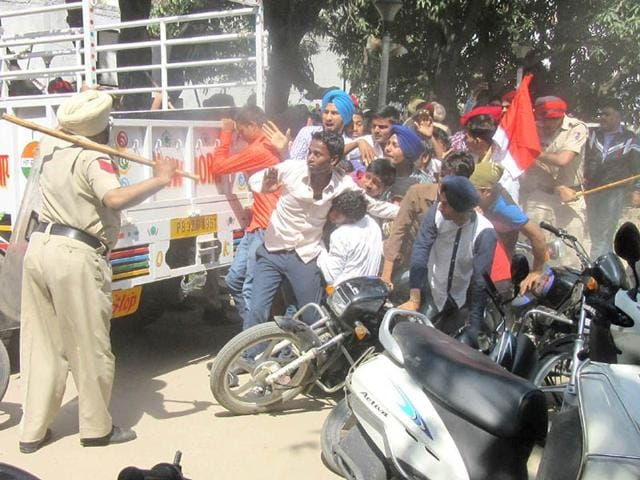 Cane-charge-on-students-in-Nawanshahar-HT-Photo