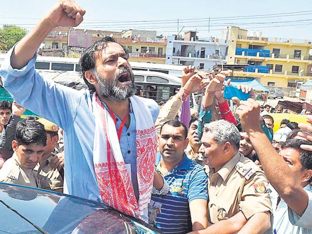 The-expulsion-of-Yogendra-Yadav-and-Prashant-Bhushan-has-had-a-fallout-in-several-state-units-Arun-Sharma-HT-Photo