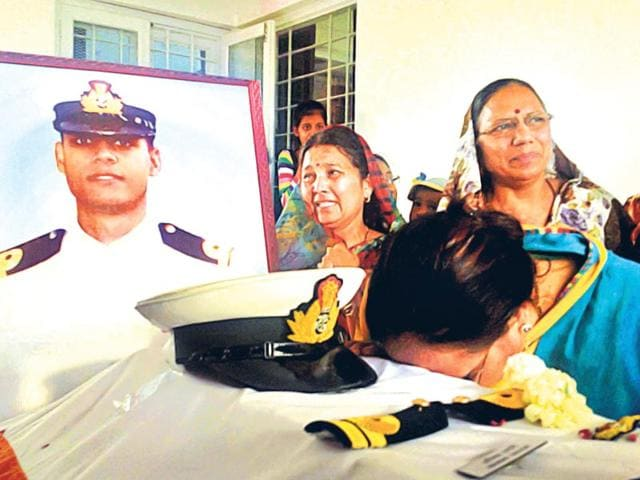 Family-members-grieve-over-Lt-Abhinav-Nagori-s-body-in-Udaipur-on-Saturday-HT-Photo