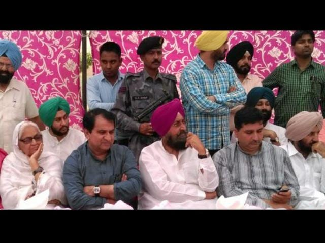 Congress-general-secretary-Shakeel-Ahmad-along-with-Pradesh-Congress-Committee-chief-Partap-Singh-Bajwa-and-others