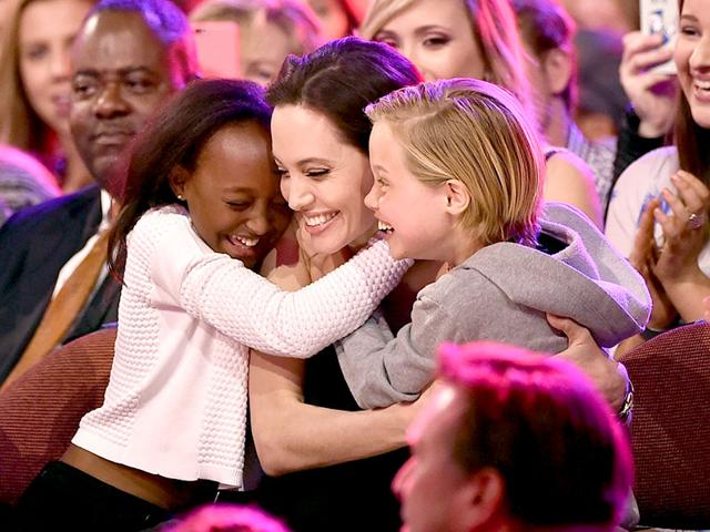 Angelina-Jolie-hugs-daughters--Zahara-Marley-Jolie-Pitt-L-and-Shiloh-Nouvel-Jolie-Pitt-R-after-winning-award-for-Favourite-Villain-in-Maleficent-during-Nickelodeon-s-28th-Annual-Kids-Choice-Awards-AFP