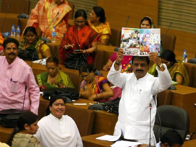 Mayor-Alok-Sharma-gets-ready-to-present-the-budget-at-Bhopal-Municipal-Corporation-headquarters-on-Tuesday-Bidesh-Manna-HT-photo