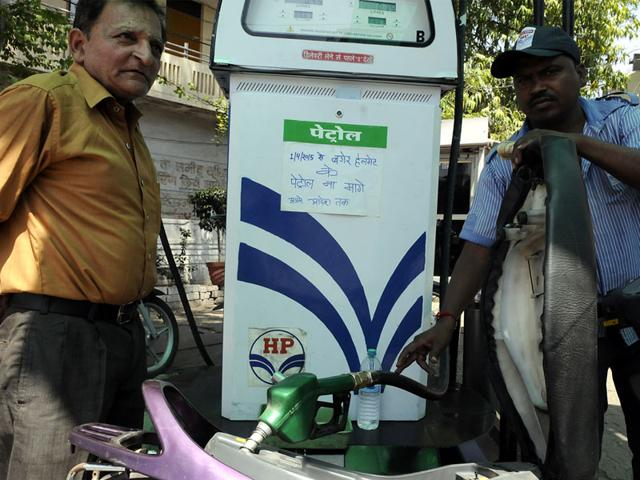 A-poster-at-a-petrol-pump-urges-people-not-to-ask-for-petrol-if-they-are-not-wearing-helmets-Arun-Mondhe-HT-photo
