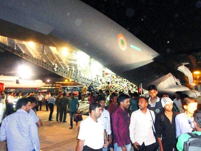 Indian-nationals-disembarking-from-an-Indian-Air-Force-plane-in-Mumbai-following-their-airlift-from-Yemen-on-2-April-2015-AFP-Photo