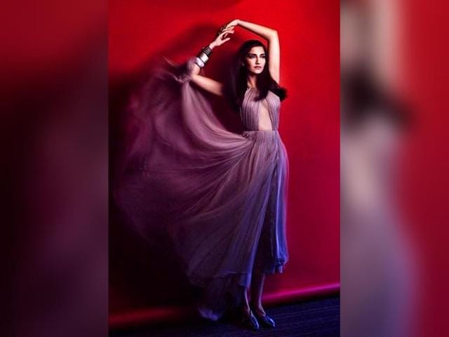 Sonam-Kapoor-in-a-photoshoot-for-Vogue-India-Photo-Twitter