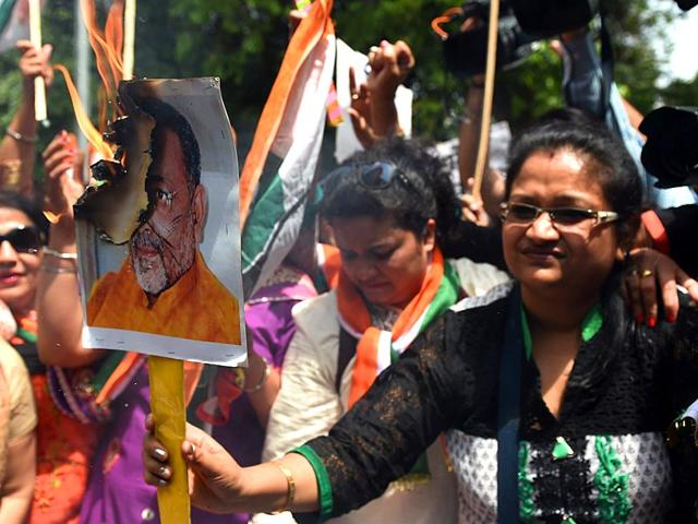 Congress-leaders-torch-effigy-of-union-minister-Giriraj-Singh-for-his-reported-remark-about-Sonia-Gandhi-in-Bhopal-on-Wednesday-Bidesh-Manna-HT-photo