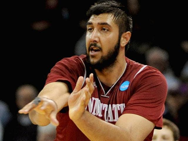 Basketball-player-Sim-Bhullar