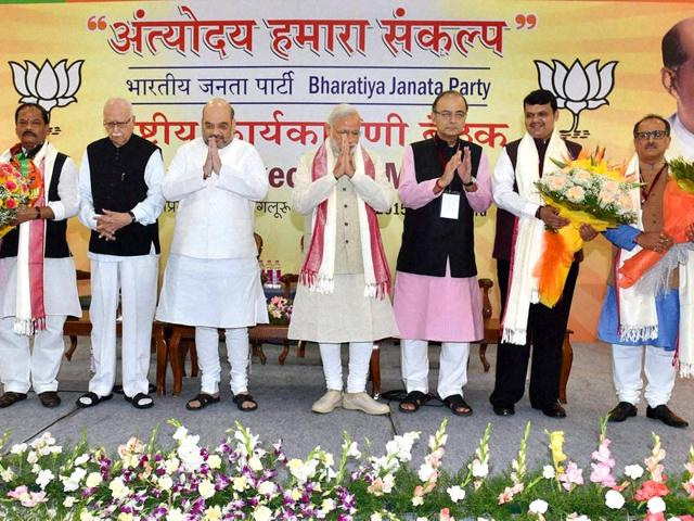 PM-Narendra-Modi-BJP-chief-Amit-Shah-veteran-leader-LK-Advani-Arun-Jaitley-with-other-party-leaders-during-the-inauguration-of-the-two-day-National-Executive-meeting-in-Bengaluru-PTI-Photo