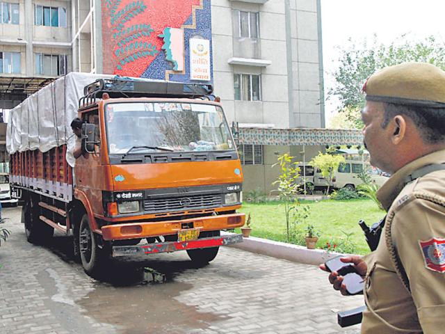 The-police-recovered-the-looted-goods-along-with-the-trucks-from-Kasganj-in-Uttar-Pradesh-Virendra-Singh-Gosain-HT-Photo