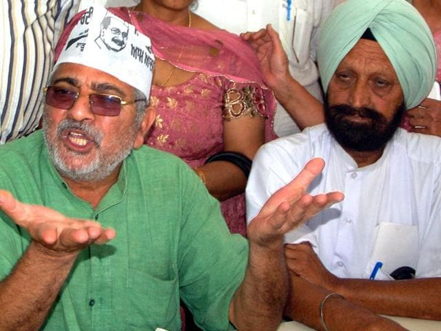 MP-Dharamvira-Gandhi-addressing-the-press-conference-his-residence-in-Patiala-Bharat-Bhushan-HT