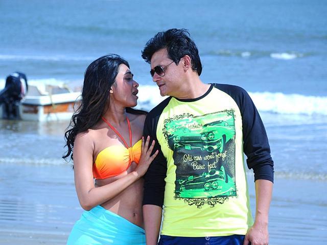 Boshonto-Eshe-Geche-stars-Saswata-Chatterjee-Kahaani-s-Bob-Biswas-Debshankar-Haldar-and-newcomer-Agnijita-Roy-and-has-been-directed-by-Arindam-Chakraborty-Saswata-and-Agnijita-in-a-still-from-the-film