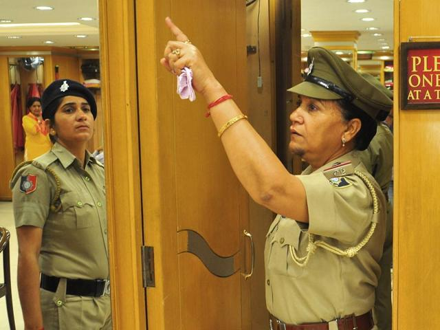 after smriti irani incident chandigarh police check trial rooms in rh hindustantimes com Barn Room Window Shopping