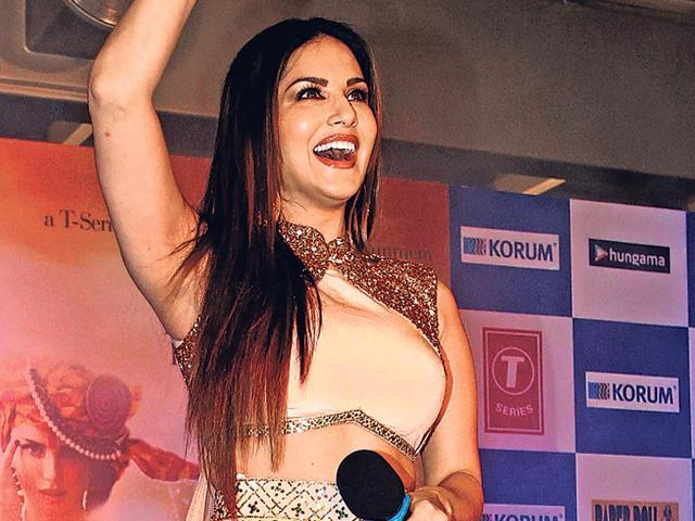 Sunny Leone,Bollywood,Sunny Leone award
