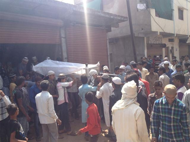 Last-rites-of-SIMI-operative-Ejazuddin-were-performed-in-Bhopal-on-Tuesday-HT-photo