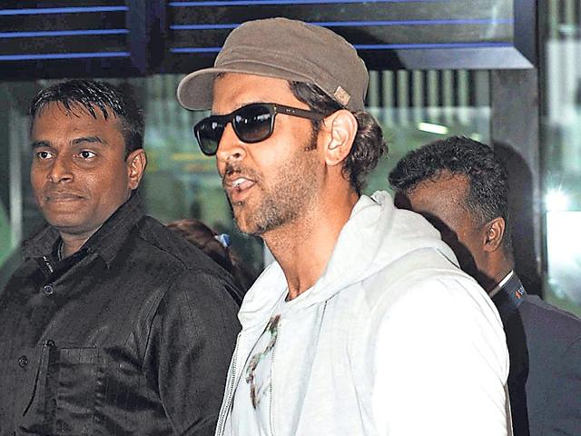 Hrithik-Roshan-arrives-at-NSCBIA-Dum-Dum-Airport-in-Kolkata-on-Monday-for-the-inaugural-function-of-IPL8-held-at-YBK-Salt-Lake-Stadium-on-Tuesday-Photo-by-Subhendu-Ghosh-Hindustan-Times