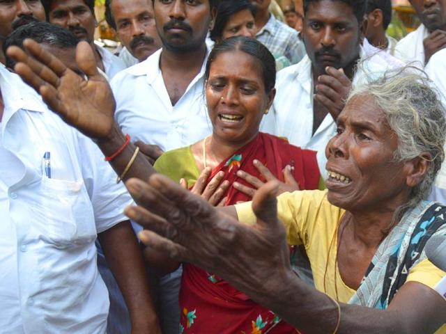 Andhra government defiant, continues to defend Chittoor encounter