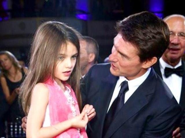 A-file-picture-of-Suri-with-father-Tom-Cruise