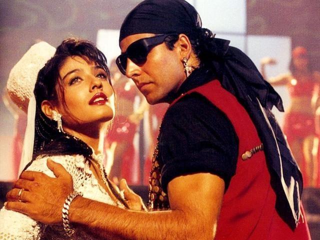 All-that-swag-Akshay-Kumar-and-Raveena-Tandon-in-Tu-Cheez-Badi-Hai-Mast-Mast