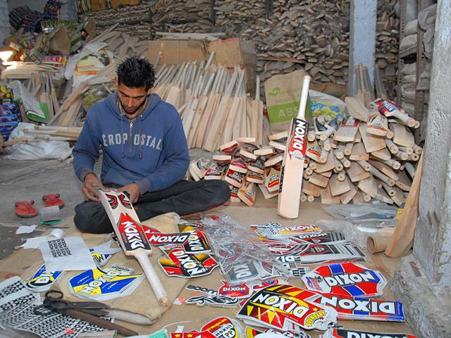 Bat-manufacturers-at-a-sports-manufacturing-unit-at-Jalandhar-where-international-cricketers-place-their-orders-HT-Photo