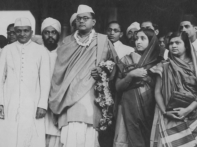 MK-Gandhi-speaks-with-Subhas-Chandra-Bose-president-of-the-Indian-National-Congress-on-02-March-1938-during-a-political-meeting-in-Haripura-Photo-OFF-AFP-Getty-Images