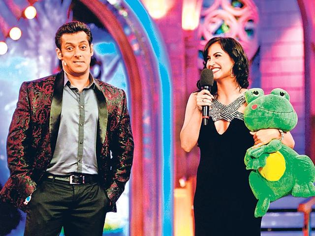 Salman-Khan-and-Elli-Avram-on-the-sets-of-Bigg-Boss-7