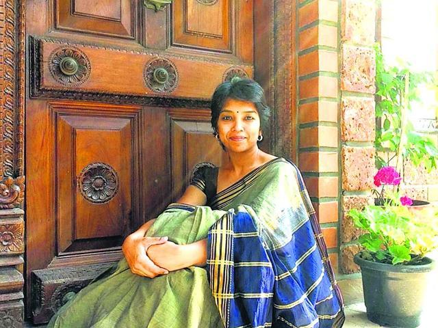 Storyteller-Deeptha-V-shows-off-a-Chettinad-cotton-sari-on-the-website-100sareepact-com-founded-by-Ally-Mathan-and-Anju-Kadam