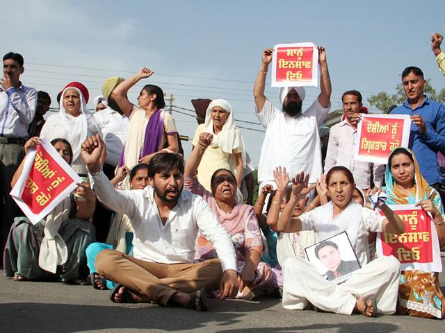 Relatives-of-the-slain-youth-protesting-at-the-Dugri-flyover-in-Ludhiana-on-Saturday-JS-Grewal-HT-Photo