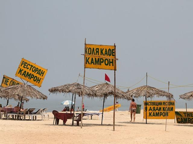 Notice-boards-in-Russian-at-Majorda-beach-in-south-Goa-Photo-HT-Arijit-Sen