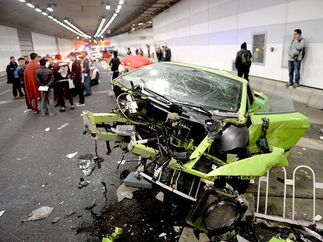 Car crash in China,Lamborghini,Ferrari crashed