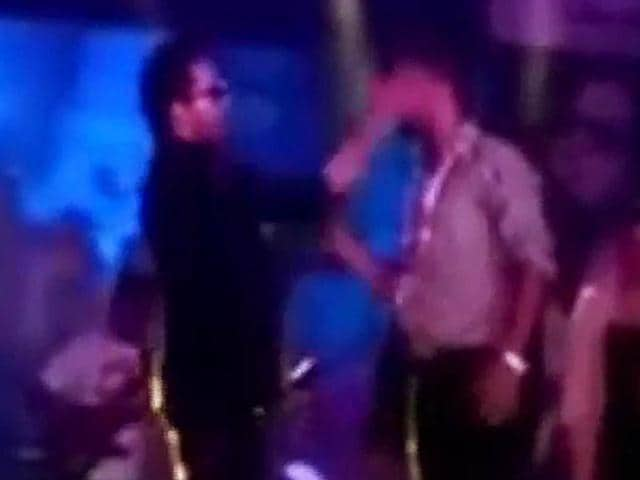 Mika-Singh-slaps-doctor