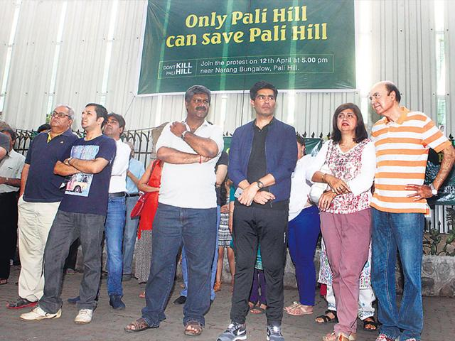 Fashion-designer-Manish-Malhotra-joins-the-residents-of-Pali-Hill-Bandra-in-their-protest-against-the-DP-s-proposal-to-introduce-hawkers-and-widen-six-roads-in-the-neighbourhood-Pratham-Gokhale-HT-photo