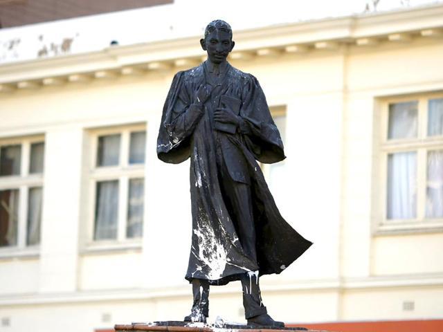 Gandhi,gandhi statue,gandhi statue vandalised