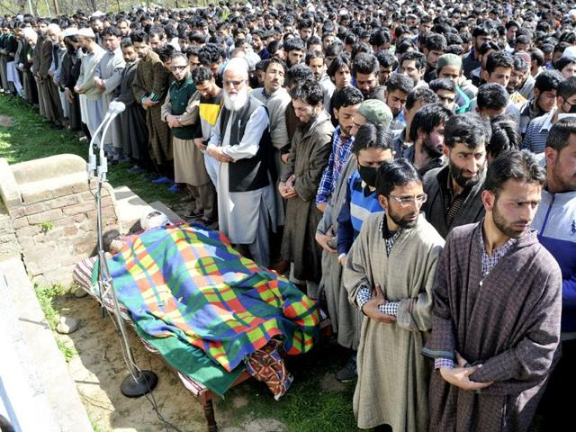 Kashmiri-villagers-offering-funeral-prayers-of-a-civilian-Muhammad-Khalid-Wani-brother-of-a-militant-commander-of-Hizbul-Mujahedeen-Burhan-Wani-during-his-funeral-procession-in-Tral-south-of-Srinagar-Waseem-Andrabi-HT