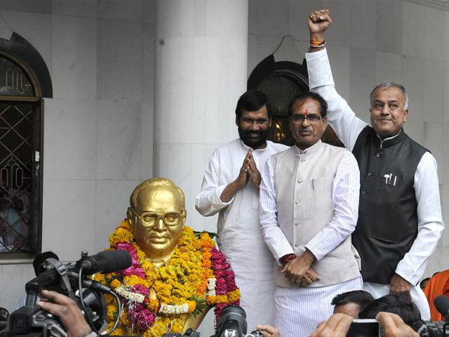 CM-Shivraj-Singh-Chouhan-Ram-Vilas-Paswan-and-state-BJP-chief-Nand-Kumar-Singh-Chauhan-pay-tributes-to-Dr-Ambedkar-in-Mhow-on-Tuesday-Shankar-Mourya-HT-photo