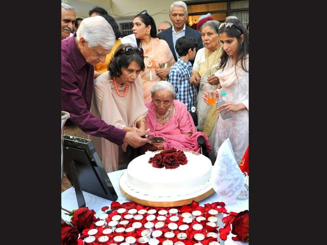 indian wedding cake cutting songs turning 100 grand celebration for great grand of 16410