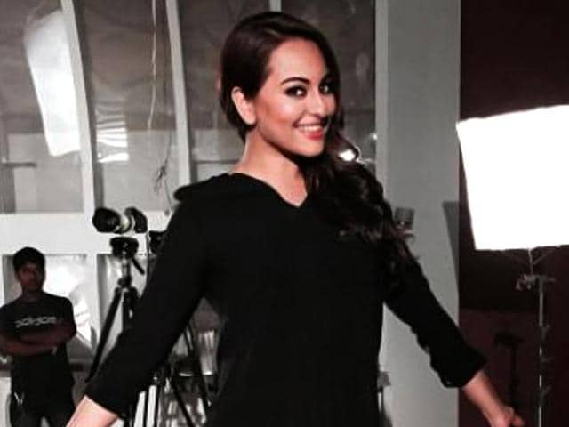 Salman-Khan-tweeted-this-picture-of-Sonakshi-Sinha-praising-her-for-the-weight-loss
