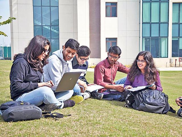 Amity University,Shiv Nadar University,CBCS