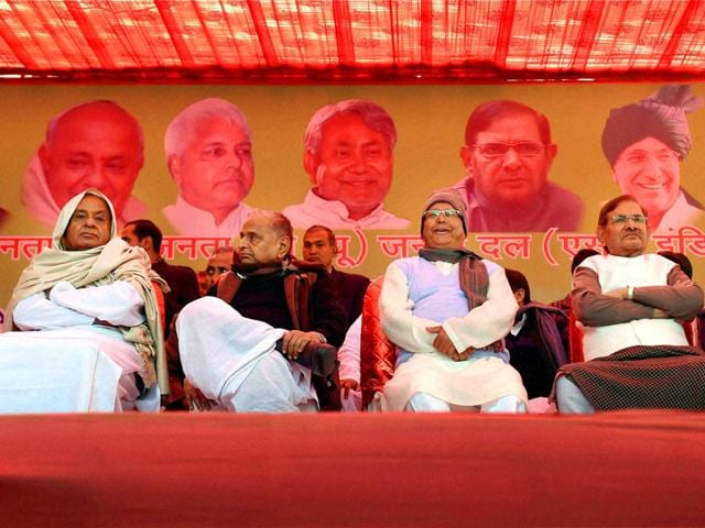 Samajwadi-Party-chief-Mulayam-Singh-with-RJD-supremo-Lalu-Prasad-JDS-chief-HD-Deve-Gowda-and-JD-U-chief-Sharad-Yadav-share-the-dais-at-Jantar-Mantar-in-New-Delhi-PTI-Photo