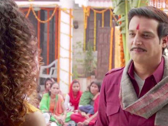 You-ain-t-missing-Raja-Awasthi-aka-Jimmy-Shergill-in-Tanu-Weds-Manu-Returns