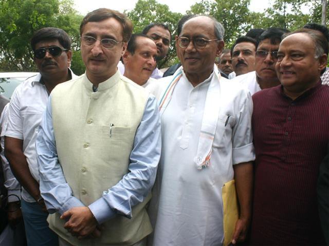 Digvijaya-Singh-along-with-his-brother-Laxman-Singh-and-senior-advocate-Vivek-Tankha-at-Special-Investigation-Team-office-in-Bhopal-Bidesh-Manna-HT-photo