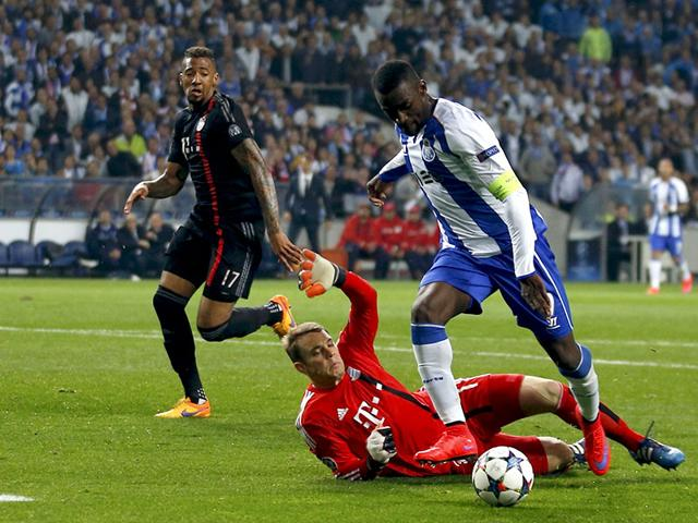 Porto-s-Jackson-Martinez-R-scores-his-goal-past-Bayern-Munich-s-goalkeeper-Manuel-Neuer-Dante-L-and-Jerome-Boateng-C-during-their-Champions-League-quarterfinal-match-at-Dragao-stadium-in-Porto-REUTERS