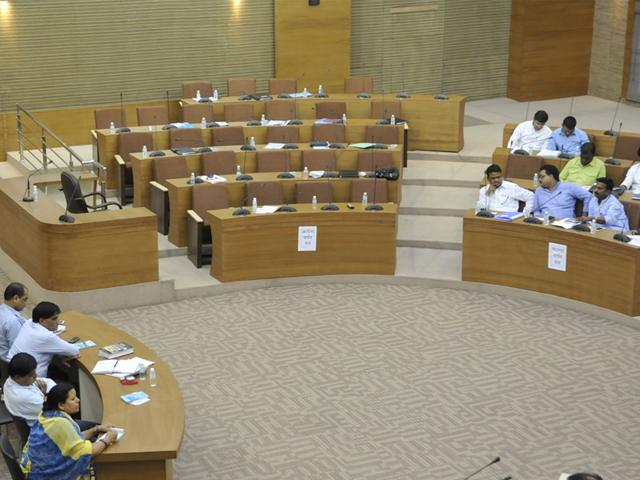 Vacant-seats-of-Congress-corporators-after-they-walked-out-of-the-civic-body-s-special-session-on-water-in-Bhopal-on-Thursday-Mujeeb-Faruqui-HT-photo