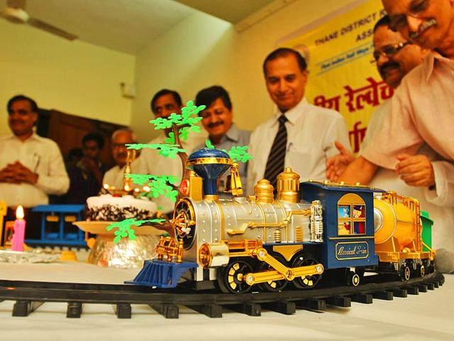 Thane-railway-district-passenger-association-celebrates-Indian-Railways-s-162nd-anniversary-at-Thane-Station-The-first-train-of-the-Indian-Railways-was-introduced-from-Mumbai-to-Thane-on-April-16-1853-Photo-Praful-Gangude