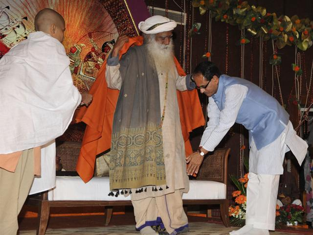 CM-Shivraj-Singh-Chouhan-seeks-blessings-of-Yogi-Sadguru-Jaggi-Vasudev-Maharaj-during-a-seminar-in-Bhopal-on-Friday-Vasudev-said-material-prosperity-is-meaningless-without-spiritual-awakening-and-Simhastha-Mahakumbh-2016-will-pave-way-for-the-same-Praveen-Bajpai-HT-photo