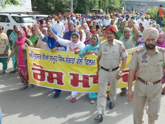 Protest-by-members-of-Shiromani-Akali-Dal-SAD-and-Shiromani-Gurdwara-Parbandhak-Committee-SGPC-on-Friday-morning-Sameer-Sehgal-HT
