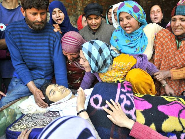 Relatives-of-teenage-student-mourn-over-his-body-in-Narbal-Srinagar-Waseem-Andrabi-HT-Photo