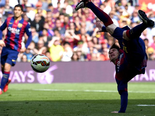 Lionel-Messi-tries-an-acrobatic-kick-during-the-Spanish-league-football-match-against-Valencia-at-the-Camp-Nou-stadium-in-Barcelona-on-April-18-AFP-Photo