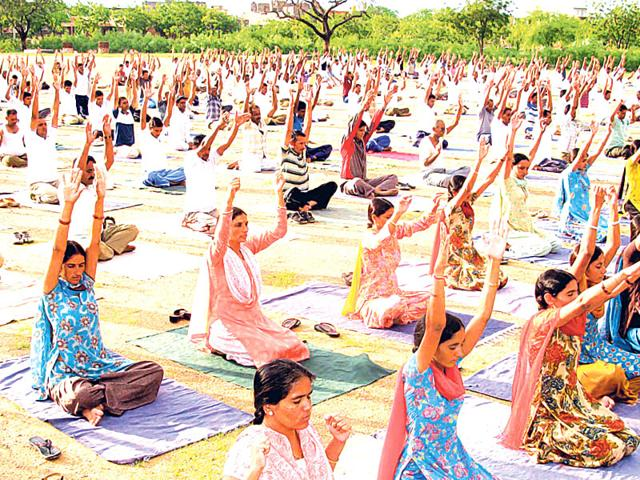 Government-plans-to-train-some-police-personnel-in-yoga-for-the-International-Yoga-Day-on-June-21-before-the-full-fledged-training-starts-HT-Photo