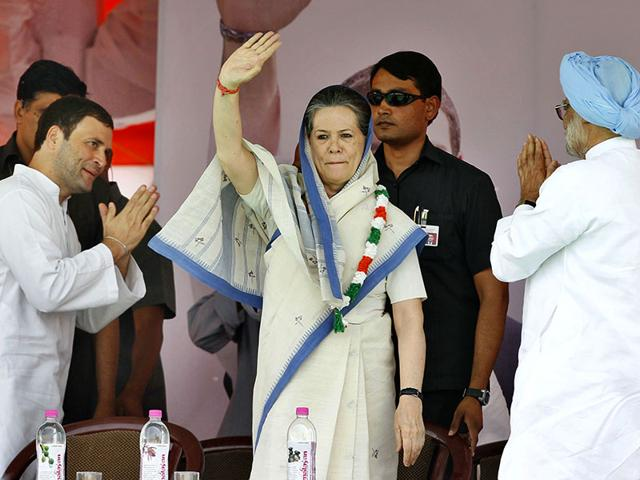 Congress-president-Sonia-Gandhi-vice-president-Rahul-Gandhi-and-former-Prime-Minister-Manmohan-Singh-during-the-farmers-rally-at-Ramlila-Maidan-in-New-Delhi--Ajay-Aggarwal-HT-Photo